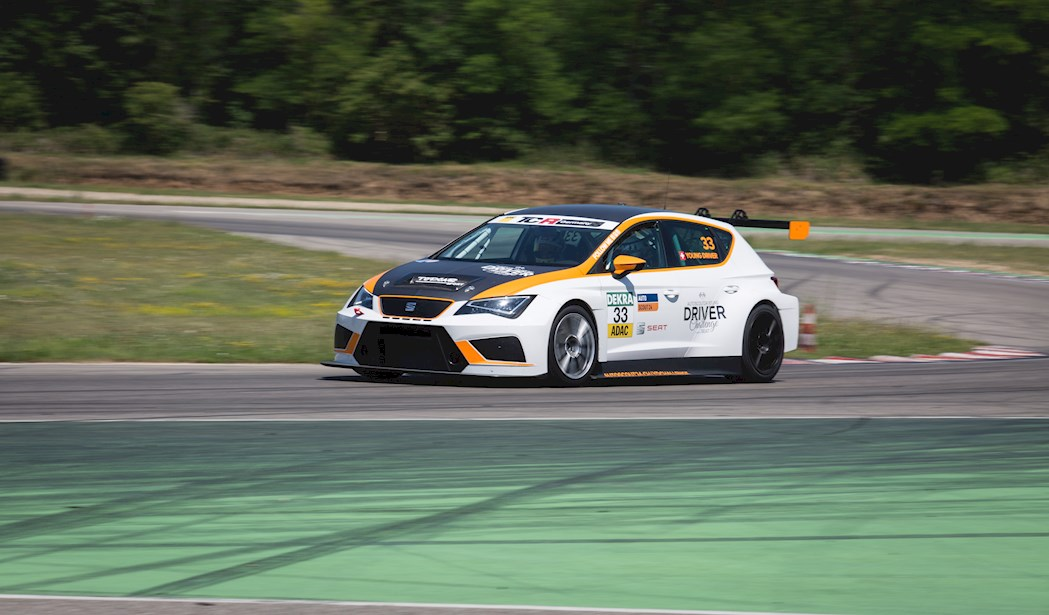 SEAT Leon Cup Racer (2)